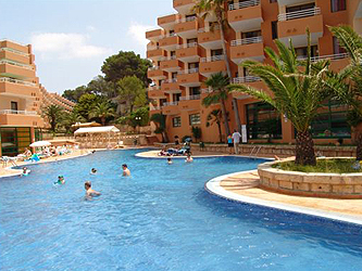 Fergus style cala blanca suites aparthotel santa ponsa for Aparthotel jardin de playa santa ponsa